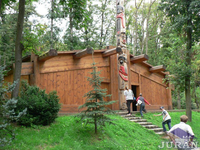Indiánská chýše v ZOO Brno