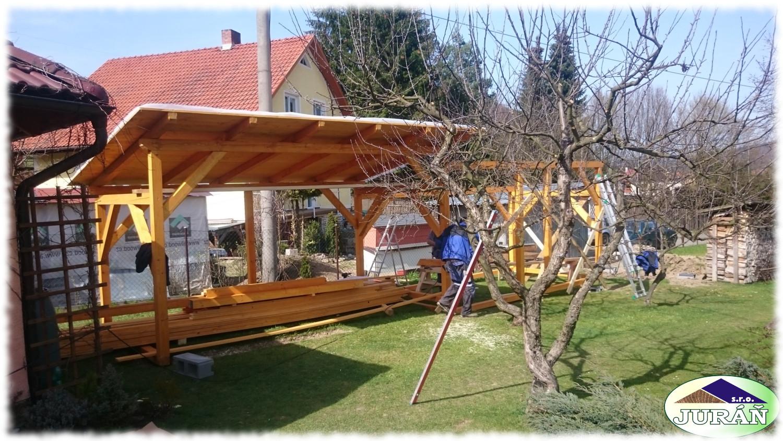 Přístřešek pro pana Hromadu v Leskovci