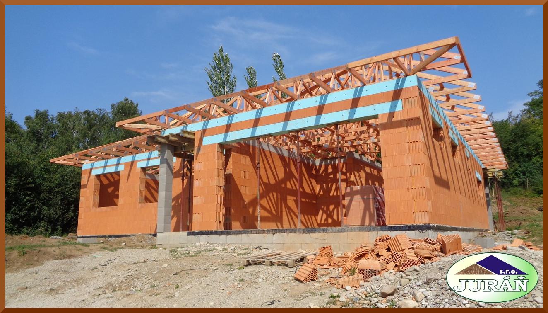 Projektujeme, naceňujeme, vyrábíme a montujeme dřevěné příhradové vazníky GANG-NAIL se spojovacími destičkami