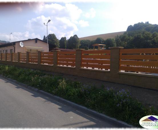 Dřevěné-ploty-u-Caffé-Baru-v-Ústí